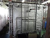 正面・背面・側面・点検口を覆うことで放熱量が減ります。