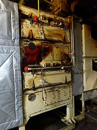 保温材を取り外した為、温度の漏れがひどくなり周辺温度が上昇し、作業環境が悪化。