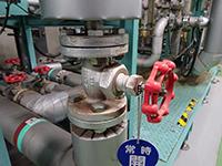 機器類が対策されていない為、放熱がひどく。室内においては周辺温度の上昇により環境不備になっている。
